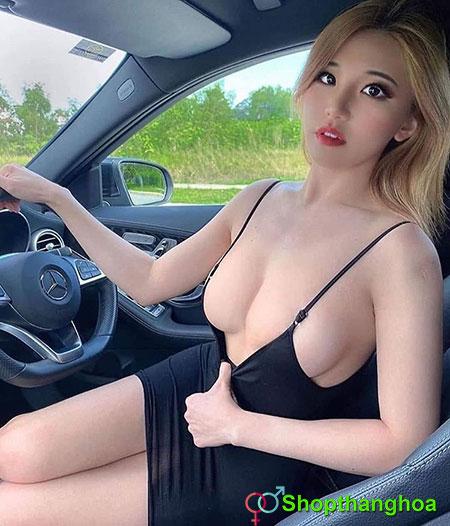 gái lái ô tô