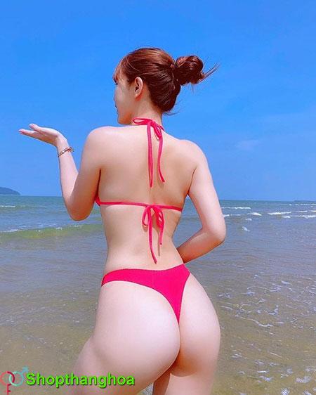 gái xinh tắm biển