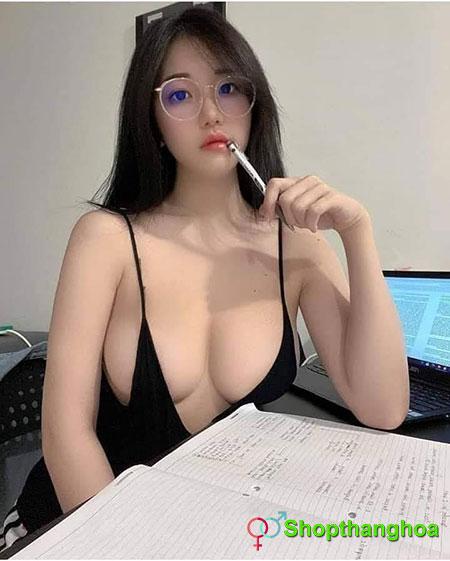 nữ sinh học bài